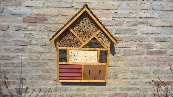 Insektenhotel zur Bienenkönigin
